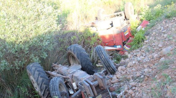 Suşehri'nde Traktör Devrildi: 1 Yaralı