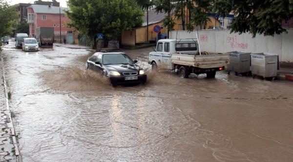 Suşehri'nde Yağmur Etkili Oldu
