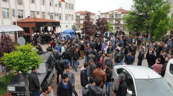 Tacizden Gözaltına Alınan Marketçiye Linç Girişimi