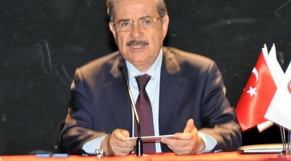 Taha Akyol Eskişehir'de Okurlarina Rumeli'ye Elveda Kitabini Imzaladi