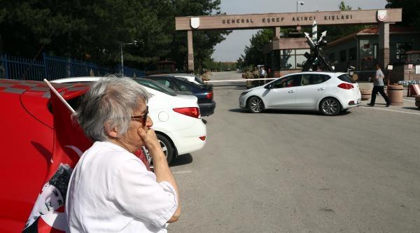 Tahliye Kararının Ardından Hükümlü Bulunanların Yakınları Mamak Askeri Cezaevi'nde Geldi