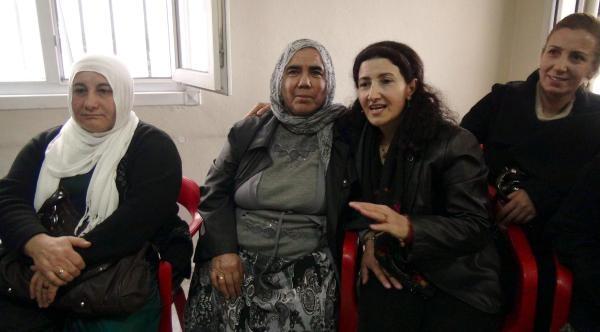 Tahliye Olan Bdp'li Yildirim, Eski Cezaevi Arkadaşlariyla Buluştu