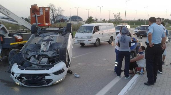 Takla Atan Otomobilde Kadın Sürücü Hafif Yaralandı