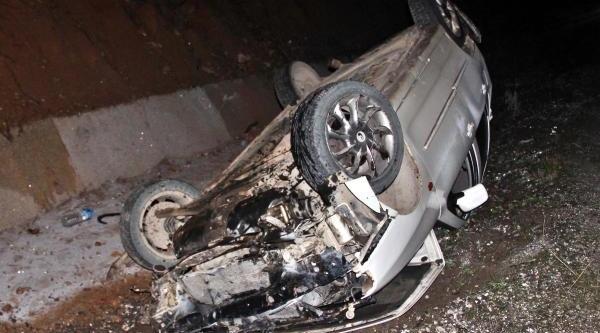 Takla Atan Otomobildeki 3 Kişi Yaralandi