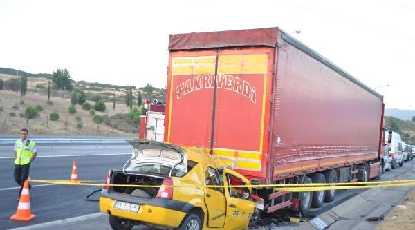 Taksi, Tır'a Arkadan Çarpti; Sürücü Öldü