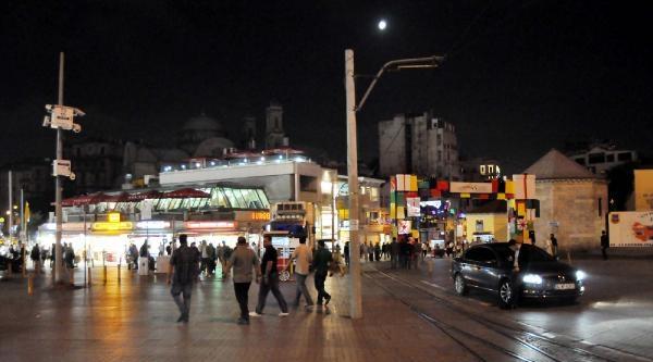 Taksim Cumhuriyet Anıtı Açıldı