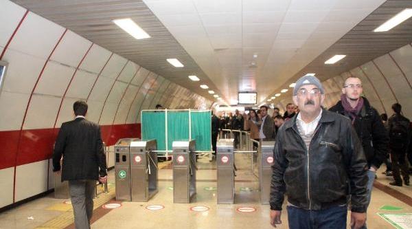 Taksim Metrosunda Metal Dedektörü Dehşeti
