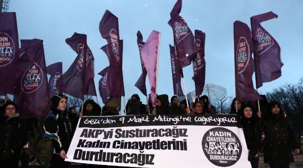 Taksim'de Eylemci Kadınlar İle Polis Arasında Arbede//ek Fotoğraflar