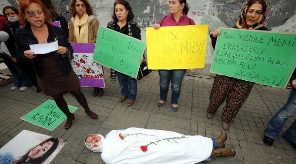 Taksim'de Kadina Şiddete Karşi  Protesto
