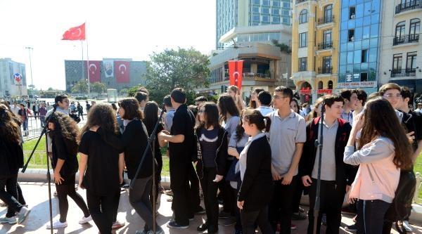 Taksim'de 'kısa Tören' Tepkisi (1)
