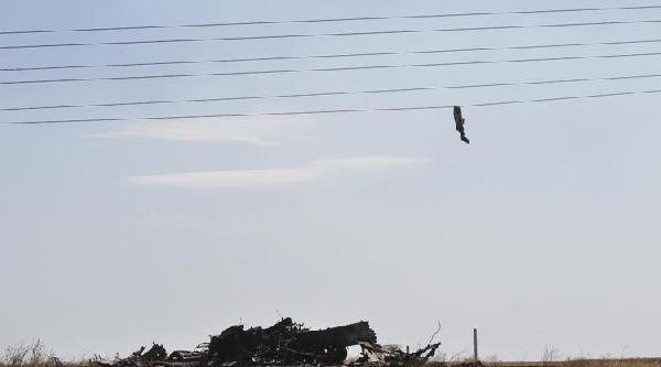 Tank Roket İle İsabet Aldı, Askerin Cesedi Telde Asılı Kaldı