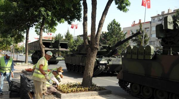 Tankların Gölgesinde Mıntıka Temizliği