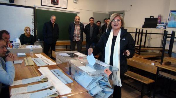 Tansu Çiller Yeniköy'de Oy Kullandı