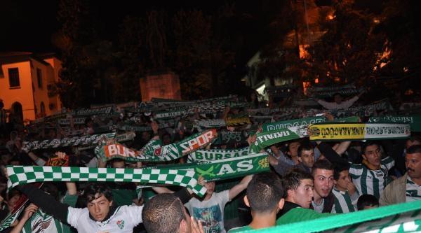 Taraftarlar Bursaspor Kuruluş Yıldönümünü Kutladı