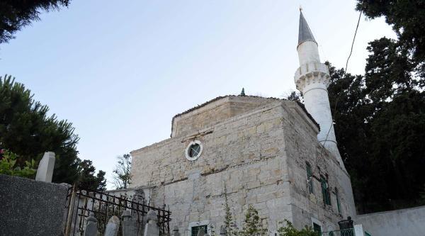 Tarihi Cami Ve Türbe Restore Ediliyor