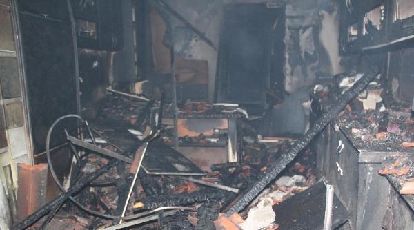 Tarihi Çarşida Korkutan Yangın