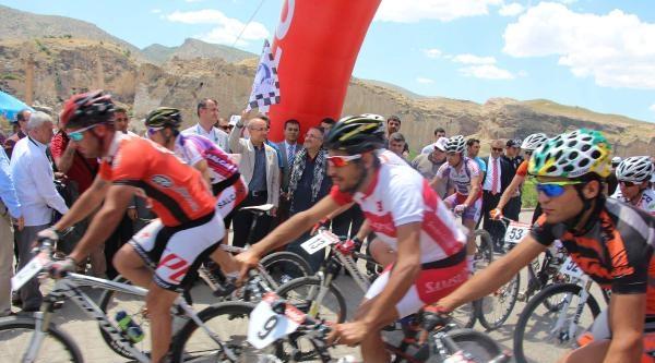 Tarihi Hasankeyf'te Pedallar Barış İçin Döndü