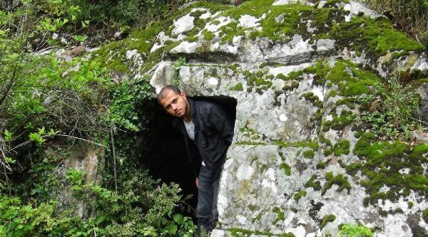 Tarihi Kaya Mezarları Kaderine Terk Edildi