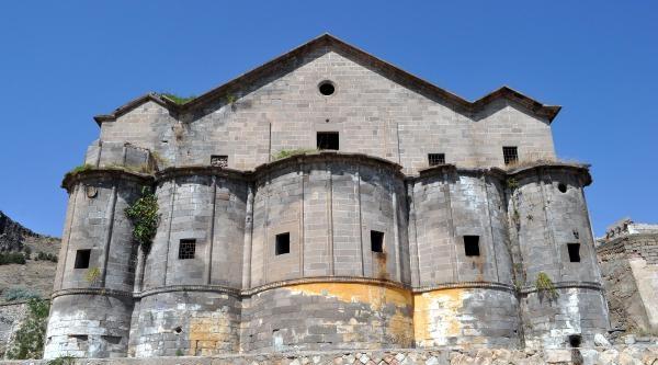 Tarihi Kilisedeki Demirlerin Kesilmesi Yargıda