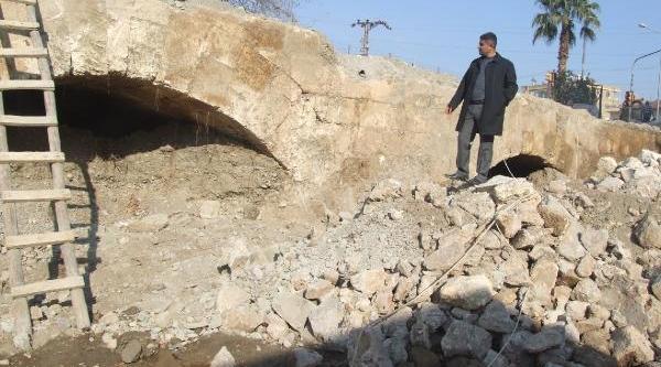 Tarihi Köprünün Gizli Kalan 3 Kemeri Ortaya Çikarildi