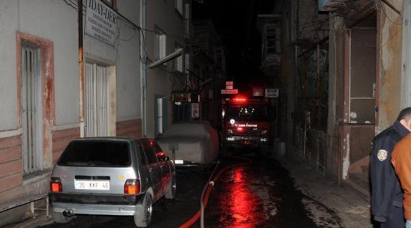 Tarihi Metruk Otelde Yangin Çikti, Evsiz Kadin Öldü