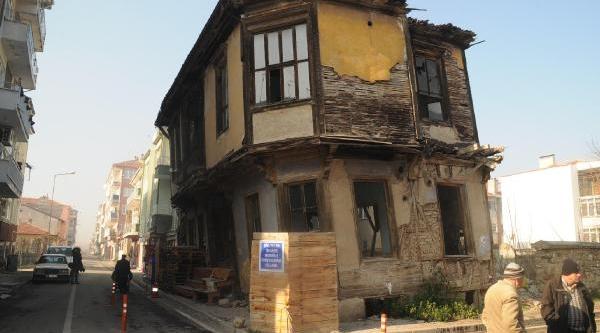 Tarihi Özelliğini Kaybeden Ahşap Ev Tehlike Saçiyor