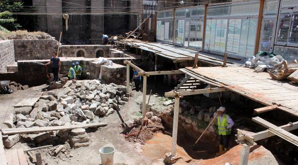 Tarihi Sultan Hamamında Restorasyon Çalişmalari Başlatıldı