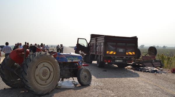 Tarım İşçilerini Taşıyan Traktöre Kamyon Çarpti: 3 Ölü, 4 Yaralı (fotoğraf)