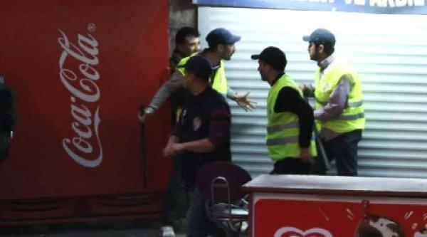 Tarlabaşı'nda Göstericiyi Coplayan Polislere Meslektaşından Dur