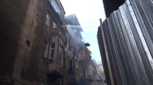 Tarlabaşı'nda Kentsel Dönüşüm İçin Boşaltılan Binada Yangın
