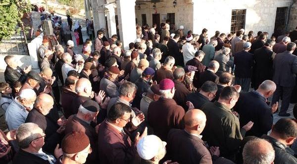 Tarsus'ta Çiftçi Yağmur Duasina Çikti