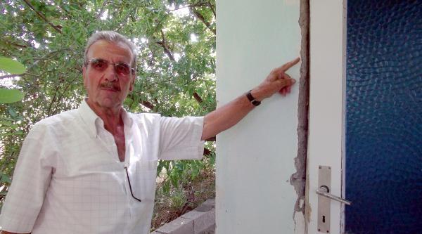 Taş Ocağında Dinamit Patlatılmasına Tepki Gösteren Köylüler Yolu Kapattı