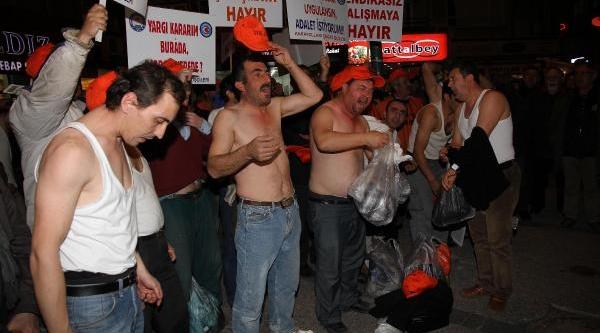 Taşeron Işçilerden 'çiplak' Eylem
