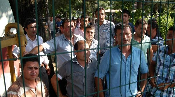 Taşeron İşçilerden Düşük Ücret Protestosu