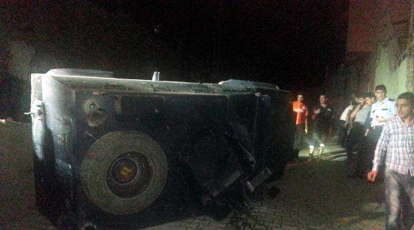 Taşlanan Polis Aracı Kontrolden Çikip Devrildi: 3 Polis Yaralı