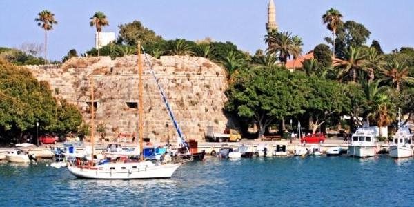 Tatilciler Yunan Adalarini Ihya Etti