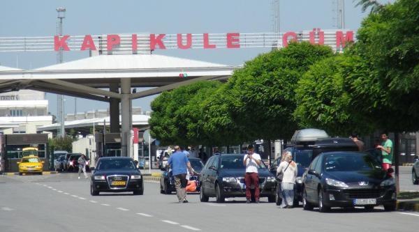 Tatile Çikan Türk İşçileri Türkiye'ye Gelmeye Başladı