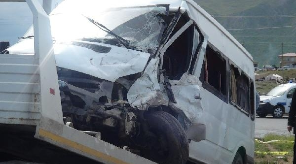 Tatvan'da Zincirleme Kaza: 3'ü Ağır 31 Yaralı
