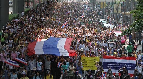Tayland Başbakani Istifa Etti