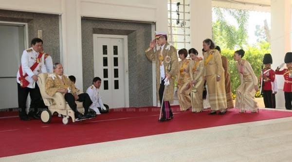 Tayland Kralindan 'birlik' Mesaji