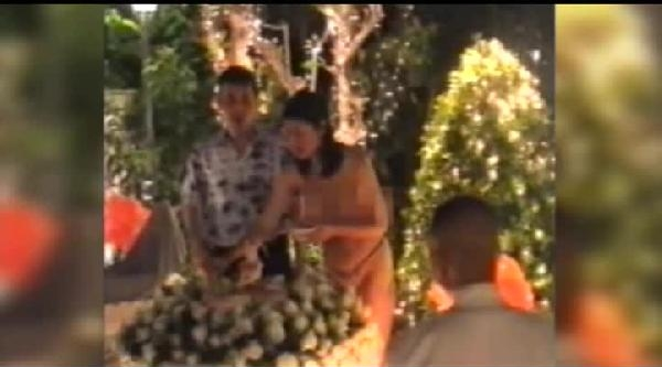 Tayland Müstakbel Kraliçesinin Çiplak Doğum Günü Kutlama Görüntülerine Yasak