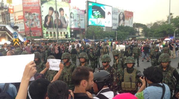 Tayland'da Darbe Karşıtı Eylemler Sürüyor