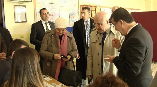 Tbmm Başkanı Cemil Çiçek, Oyunu Gölbaşı'nda Kullandı