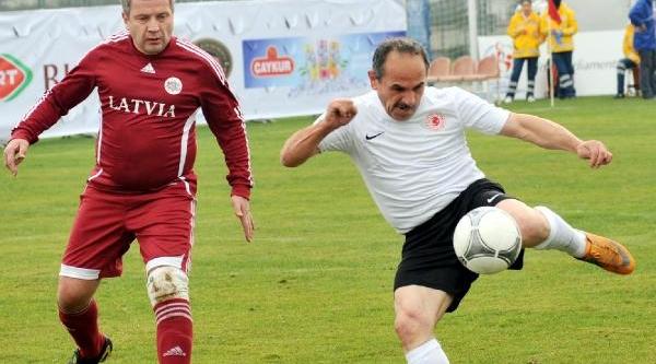 Tbmm Futbol Takimi Turnuvada Üçüncü Oldu