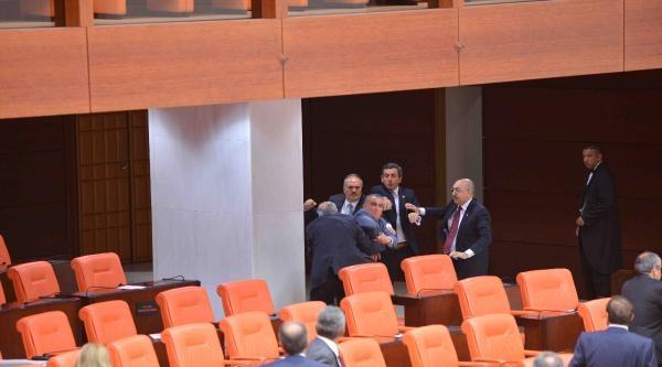 Tbmm Genel Kurulu'nda Ak Parti Ve Mhp Milletvekilleri Kavga Etti (1)