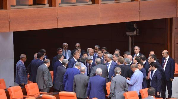 Tbmm Genel Kurulu'nda Ak Parti Ve Mhp Milletvekilleri Kavga Etti (2)