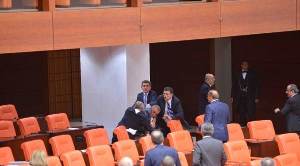 Tbmm Genel Kurulu'nda Ak Parti Ve Mhp Milletvekilleri Kavga Etti / Ek Fotoğraflar