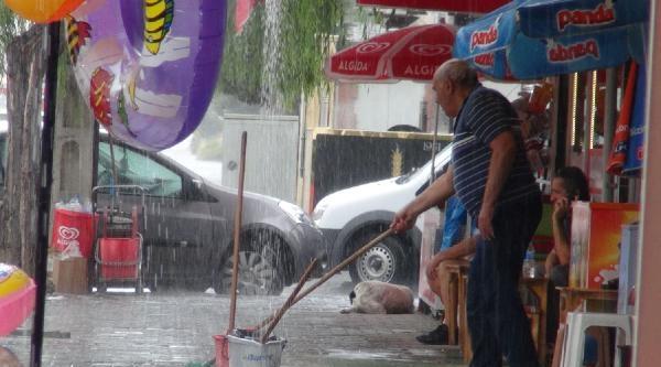 Tekirdağ'da Sağanak Yağış Etkili Oldu