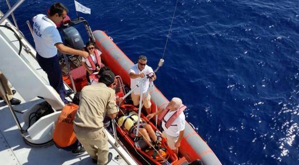 Teknede Düşerek Kalçasını Kıran Turisti, Sahil Güvenlik Kurtardı