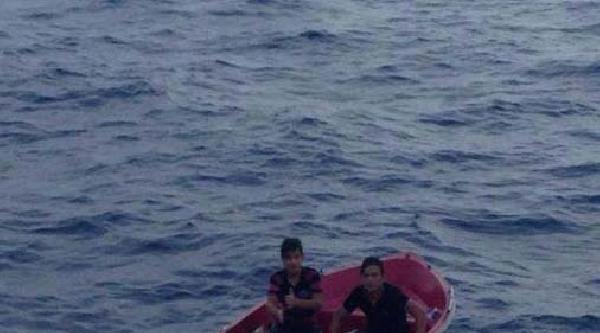 Teknede Fırtınaya Yakalanan Gençleri Sahil Güvenlik Kurtardı